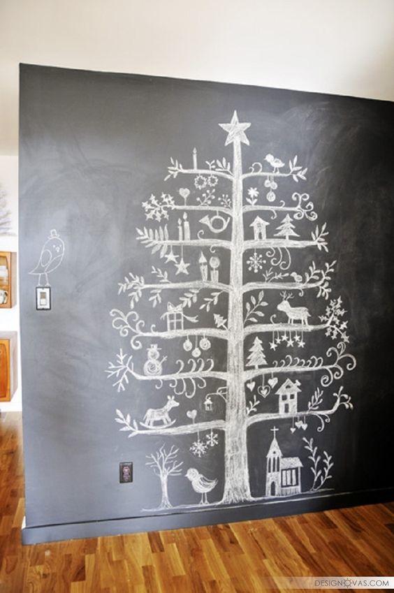 Árvore de Natal desenhada com giz na parede