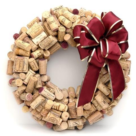 Guirlanda de Natal decorada com rolhas