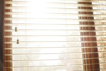 Janela com persiana